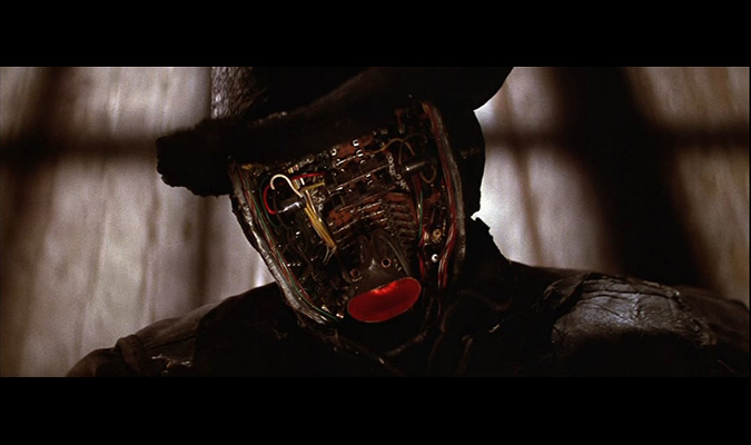 circuitfacBurned by acid and fire, the faceless remains of the robot Gunslinger still prove a lethal foe in WESTWORLD.e675