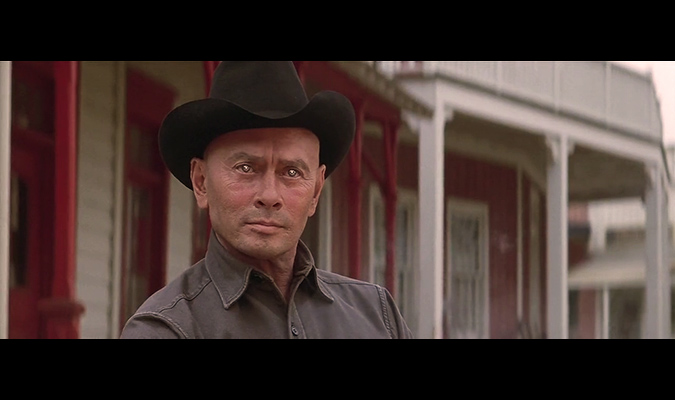 Yul Brynner wore slightly mirrored contact lenses to give his eyes an artificial appearance, befitting his android character in WESTWORLD.