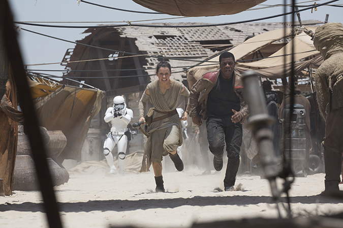 Star Wars: The Force Awakens. L to R: Rey (Daisy Ridley) and Finn (John Boyega). Ph: David James. ©Lucasfilm 2015