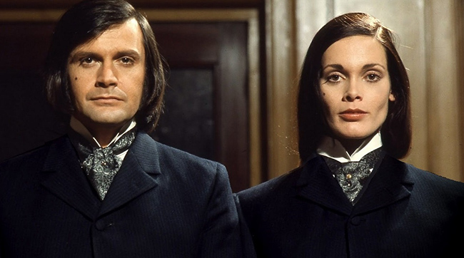 Ralph Bates and Martine Beswick in Hammer's DR. JEKYLL and SISTER HYDE (1971)