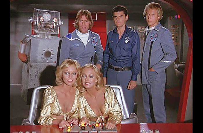 The cast of the 1977-78 sci-fi comedy series QUARK: L to R) Bobby Porter (as Adam), Tim Thomerson, Patricia and Cyb Barnstable, Richard Benjamin, and Richard Kelton.